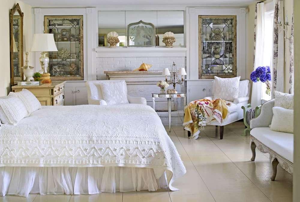 Красивый интерьер спальни в стиле кантри