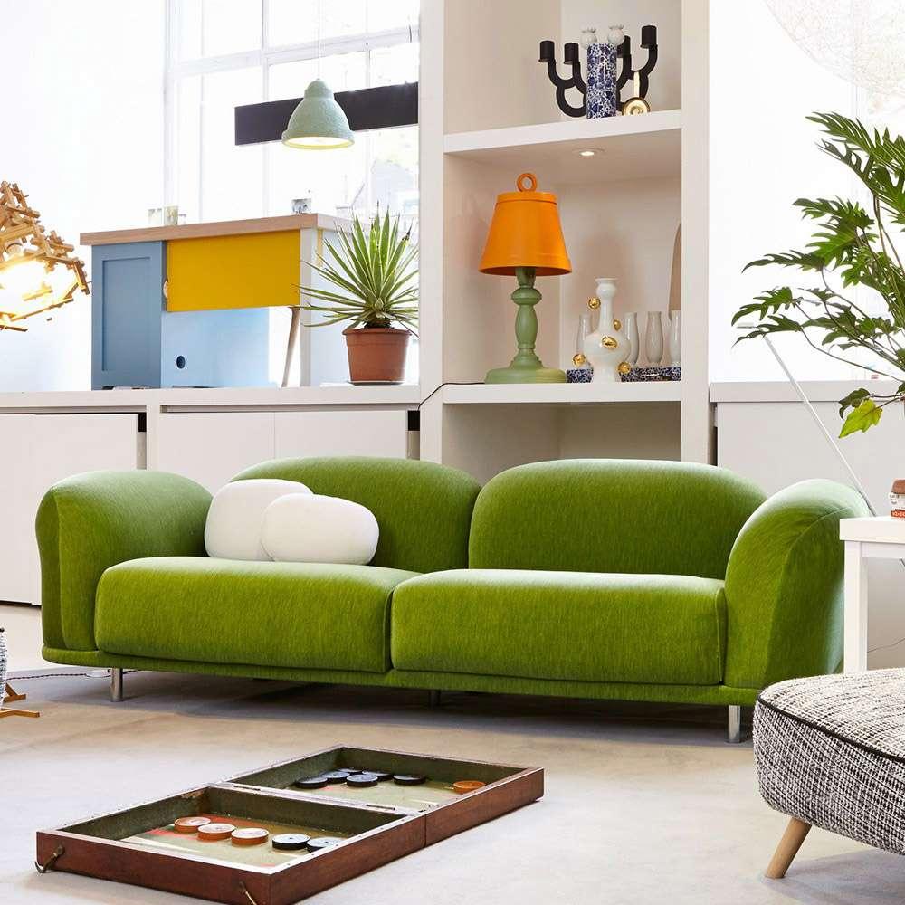 Зеленый диван в современном интерьере в стиле лофт