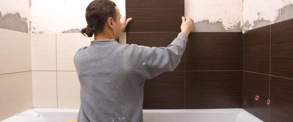 Укладка большой плитки на стену своими руками