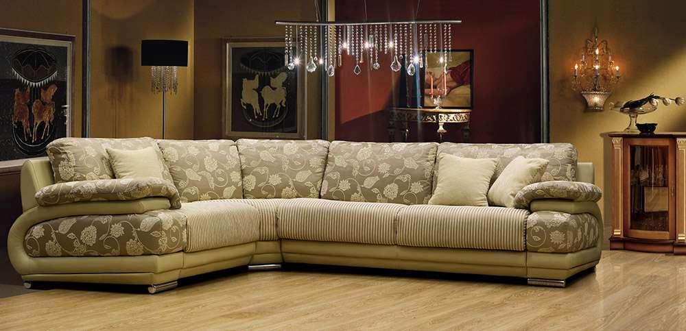 Роскошный диван в гостиной