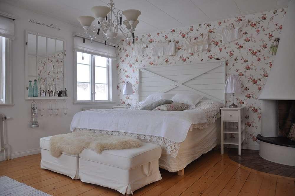 Красивая спальня в стиле кантри
