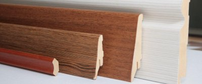 Сравнение деревянного, пластикового плинтуса и плинтуса из МДФ