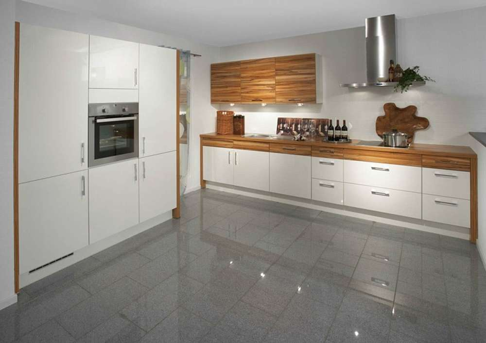 Темно-серый пол на кухне