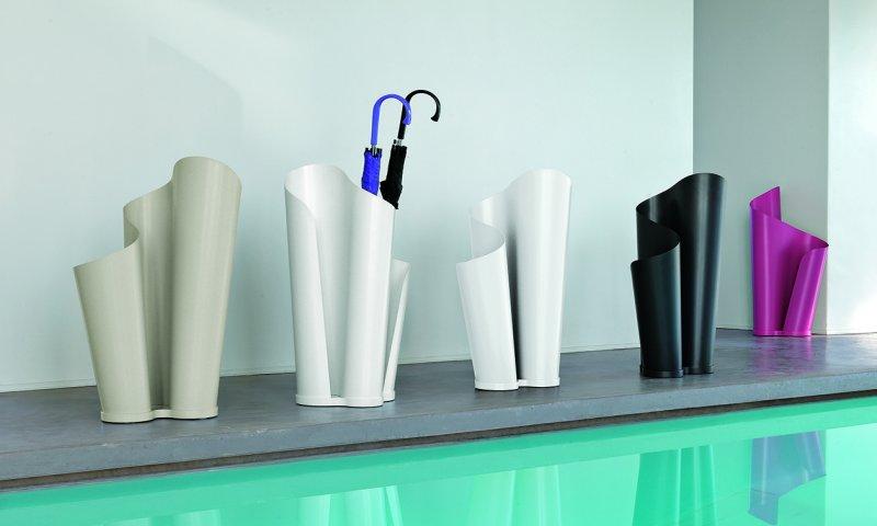 Подставки и корзины для зонтов в интерьере
