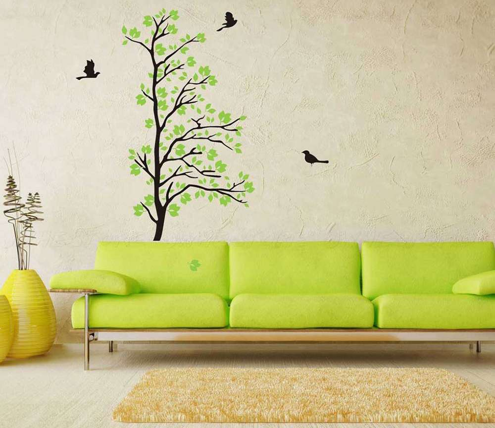 Зеленый диван в интерьере в эко-стиле