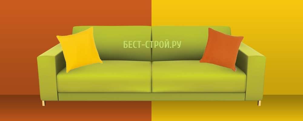 Сочетание зеленого дивана с оранжевым и желтым цветом