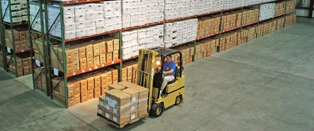 Преимущества складских стелажей