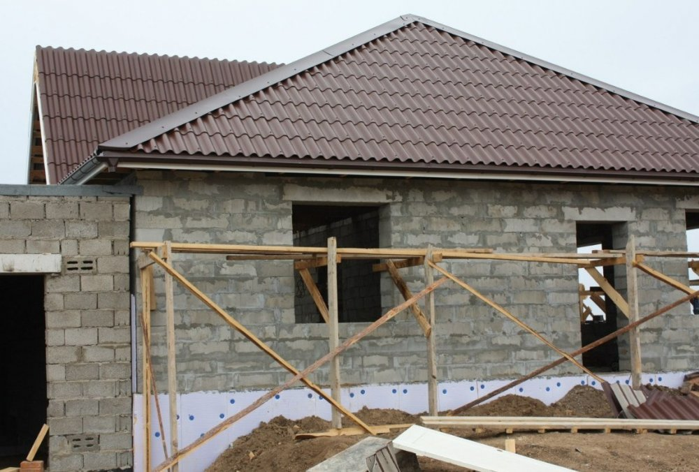 Когда стройка в разгаре, у владельца дома часто возникает соблазн сэкономить