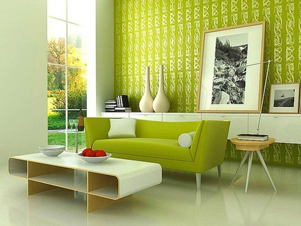 Зеленый интерьер и зеленый диван как основа