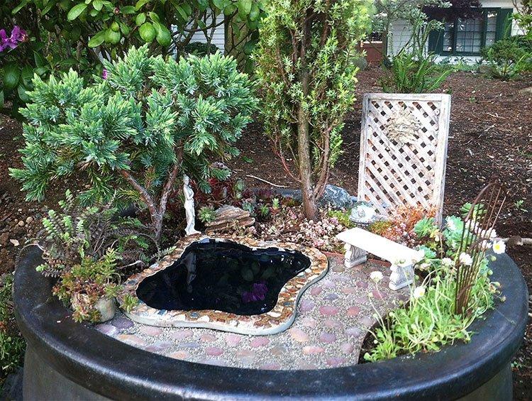 Декоративный пруд на даче фото 26