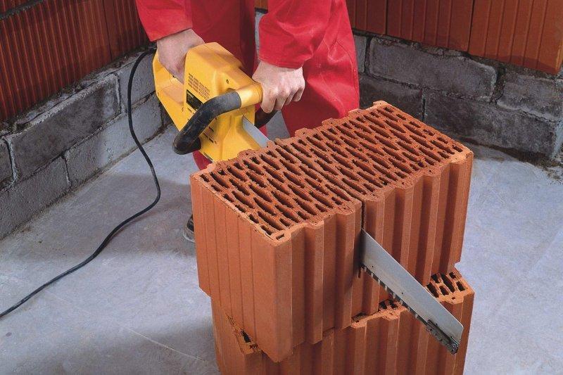 Крупные блоки значительно облегчает работу