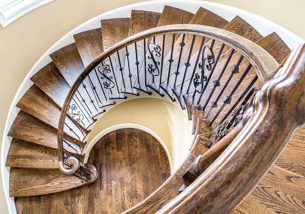 Элементы лестниц: балясины, перила, марши и несущие конструкции