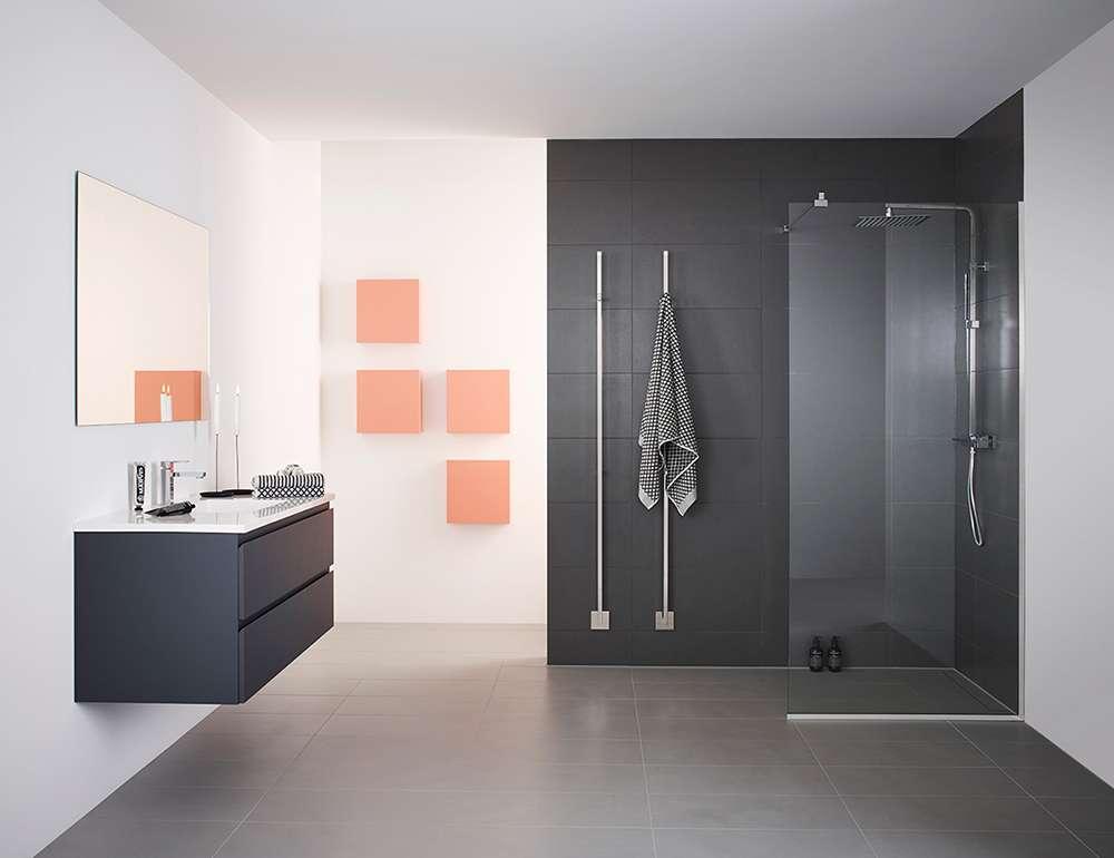 Оранжевые вставки оживляют интерьер в серых тонах