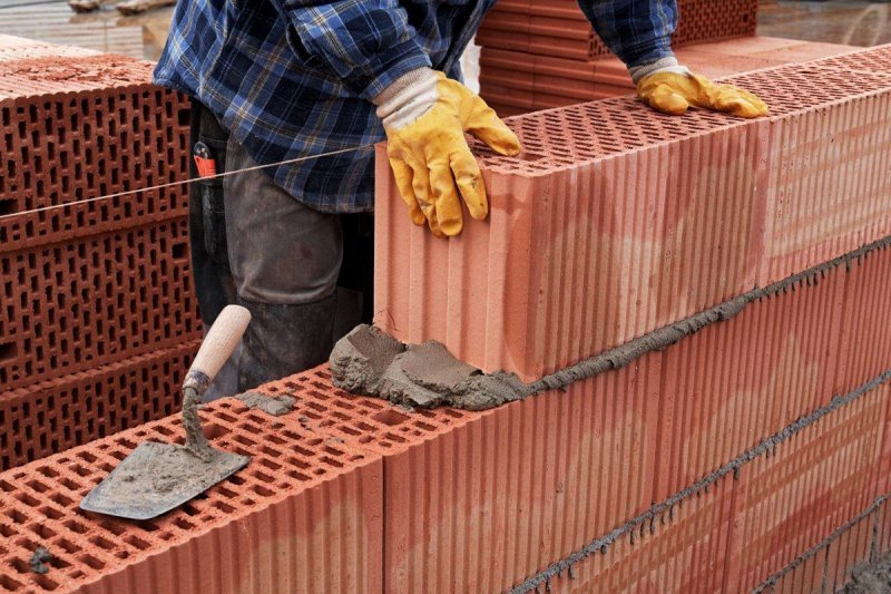Для возведения стены можно использовать обычный кладочный раствор марки М50