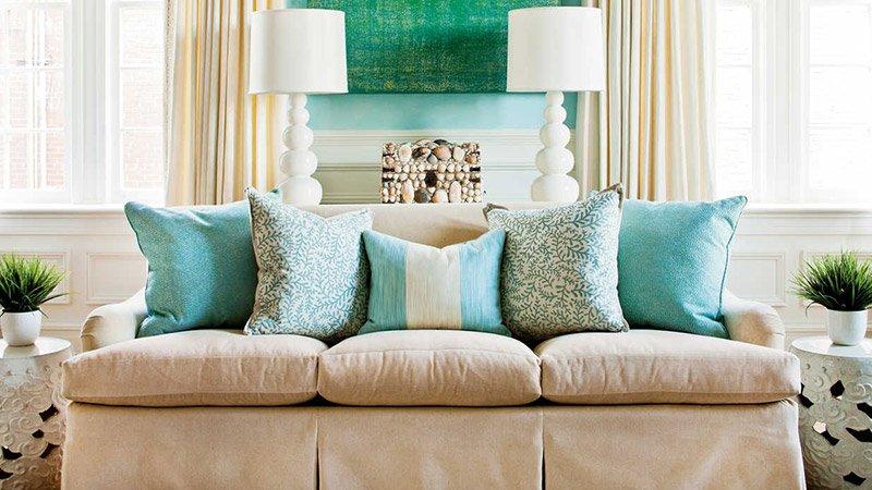 Делаем комнату красивой и уютной с помощью подушек