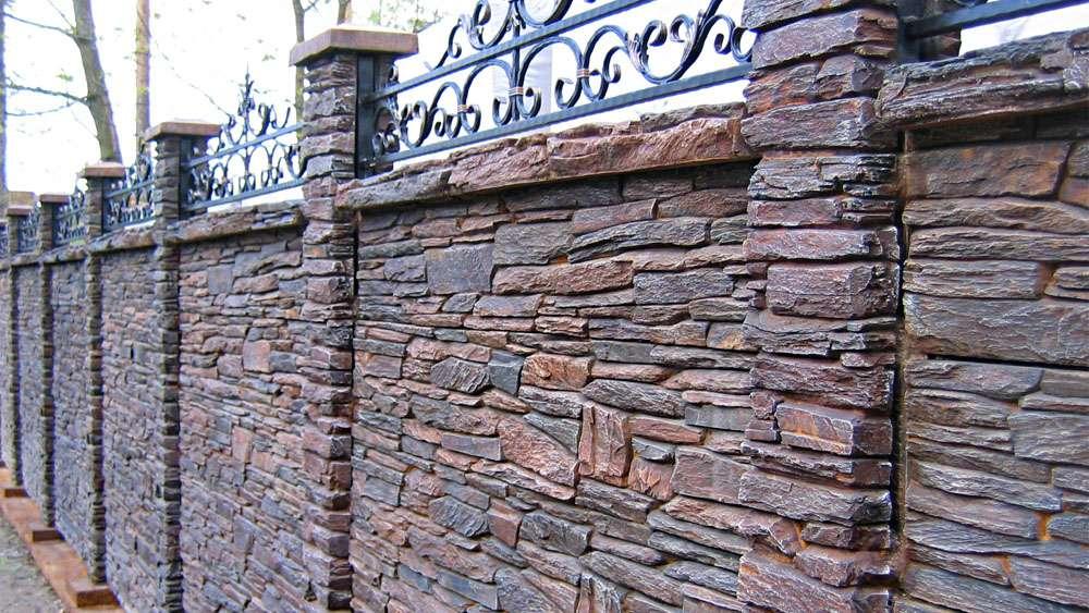 Забор из камня (каменный забор)