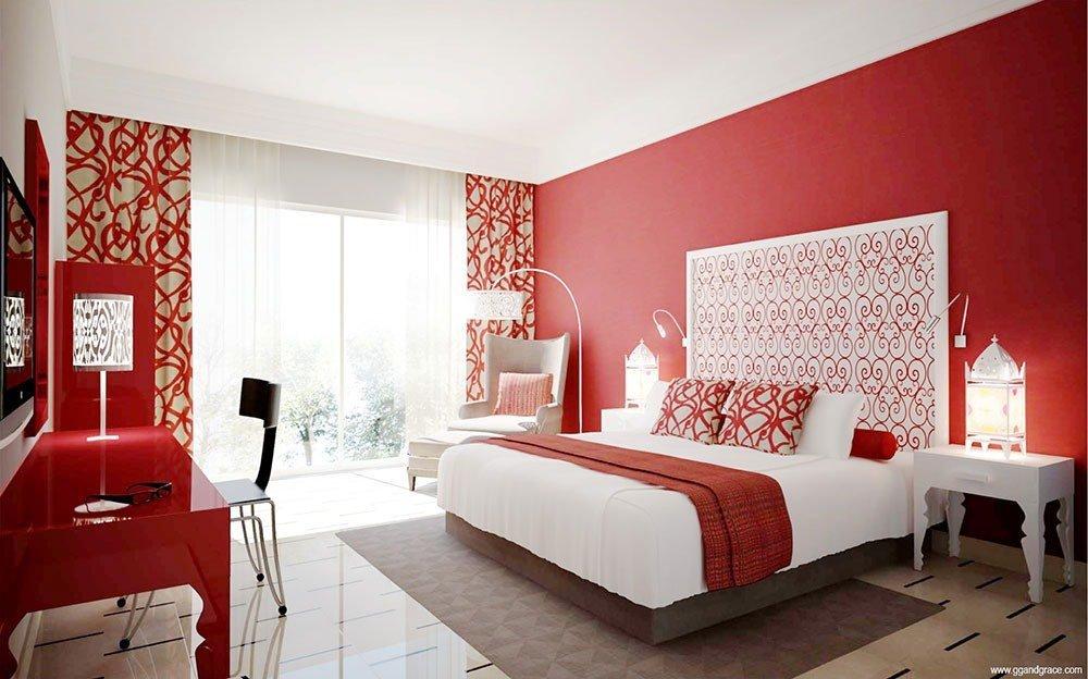 Шторы с орнаментом в интерьере в красных тонах