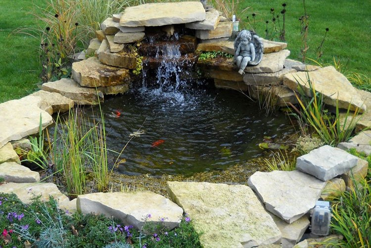 Декоративный пруд на даче фото 24