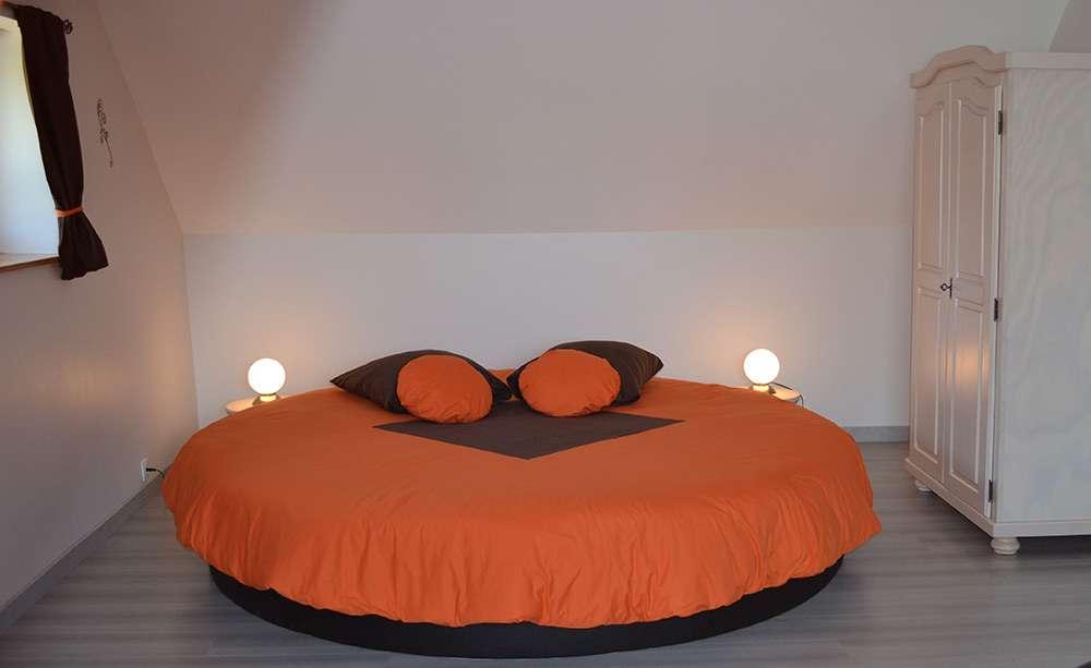 Интересный дизайн кровати для романтического стиля в интерьере