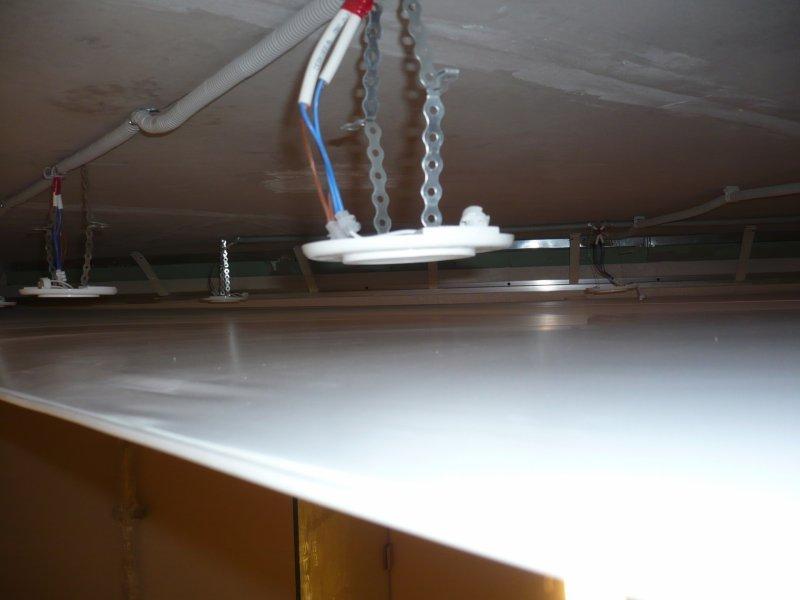 Пространство между потолком и натяжным потолком