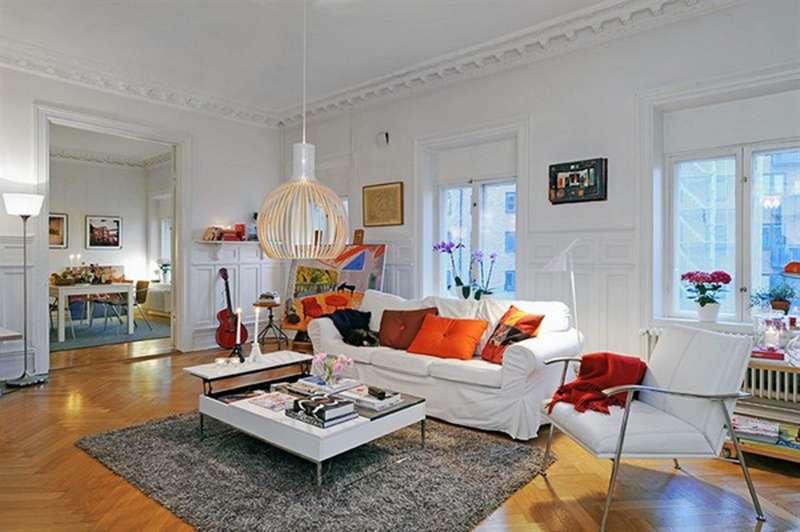 Скандинавский стиль в интерьере: оригинальный светильник и столик, ковер и стулья