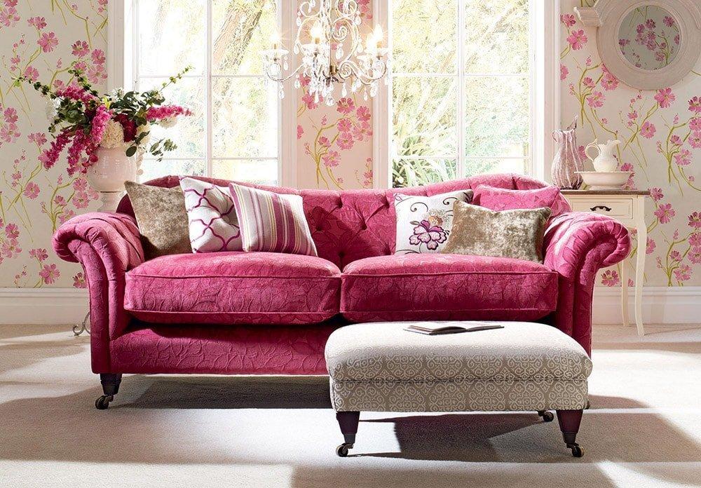 Декоративные подушки в  классическом интерьере
