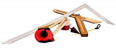 Инструменты каменщика: отвесы, порядовки, уровни, причалки, шнуры, уголки и др.