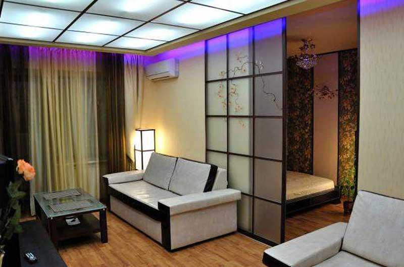 Зонирование комнаты при помощи раздвижных дверей