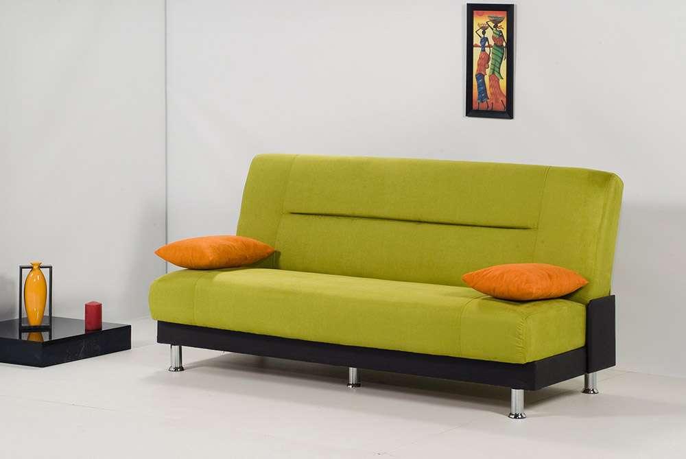 Классический зеленый диван в интерьере