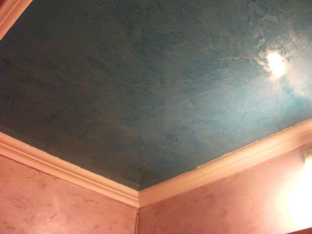 Потолок с венецианской штукатуркой