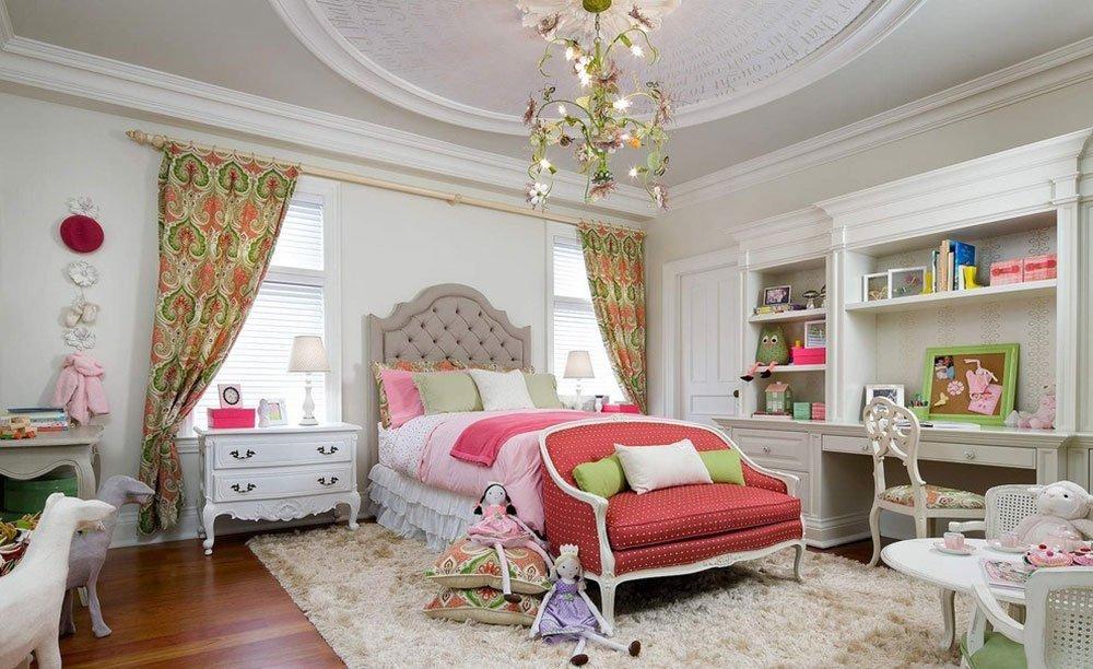 В данном интерьере шторы являются главным цветовым акцентом комнаты
