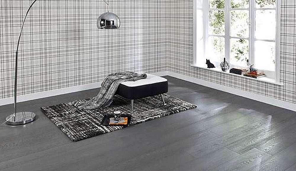 Темно-серый пол в интерьере гостиной