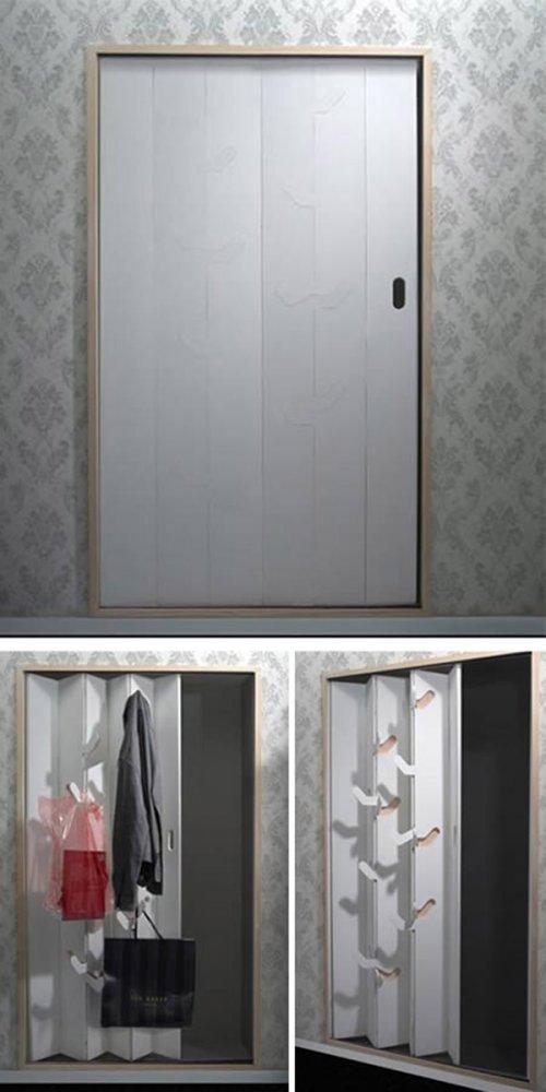 Дверь с вешалкой