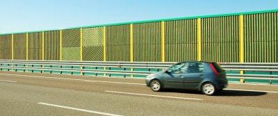Шумозащитные экраны на автомобильных дорогах