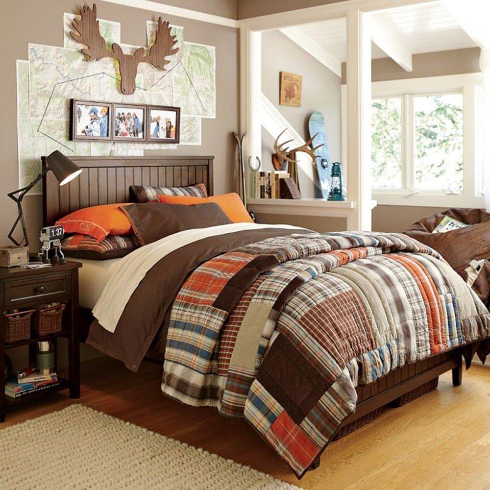 Декоративные подушки в интерьере в теплых тонах