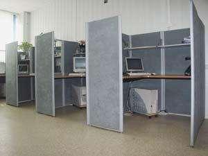 Использование мобильных офисных перегородок для разделения индивидуальных рабочих зон
