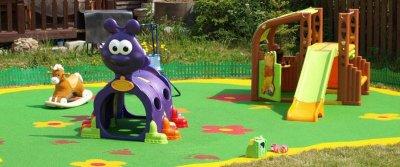 Безопасный двор для ребенка: что учесть при благоустройстве участка?