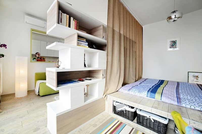 Зонирование квадратной комнаты на гостиную и спальню