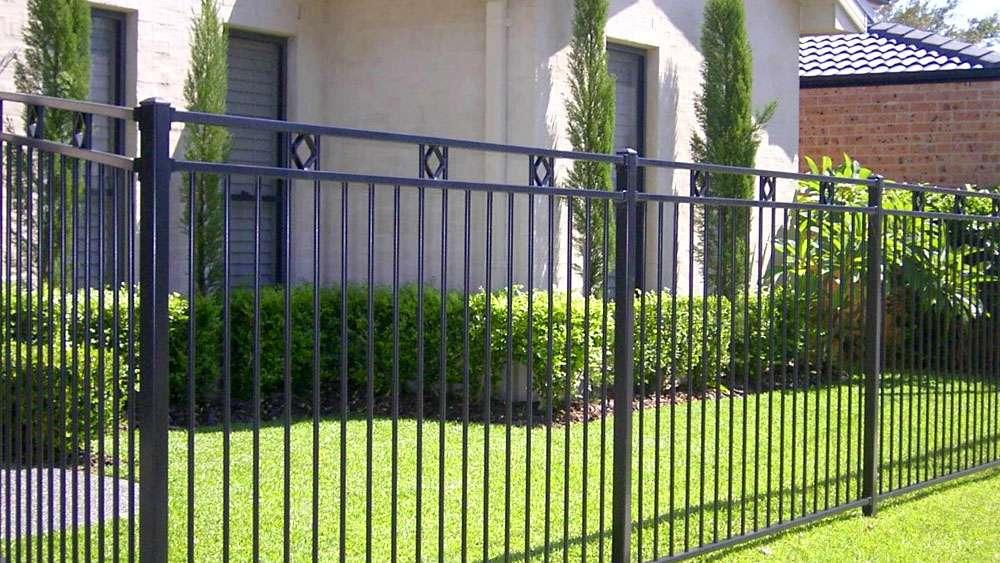 Железный забор (забор их железа)