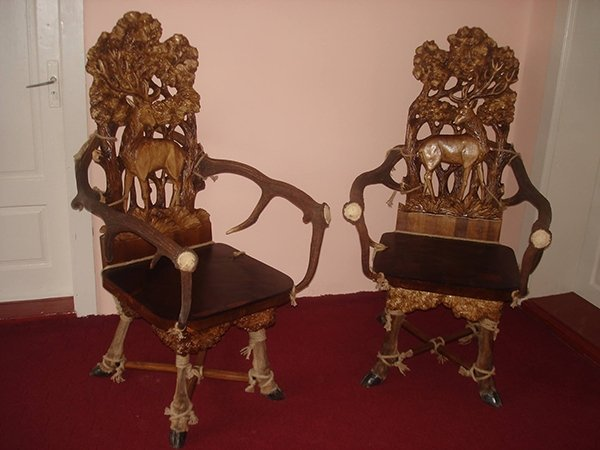 Резные стулья.Продукция Графской гильдии мастеров