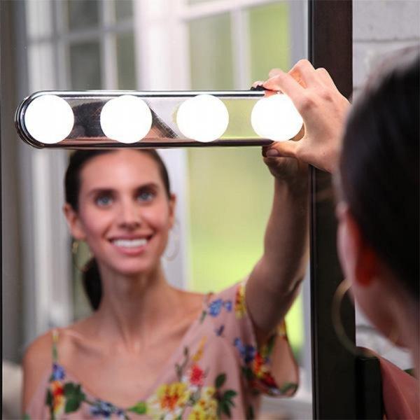 Съемный светильник на зеркало FANHHUI (4 лампы, присоски)